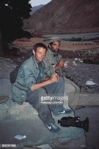 Le journaliste et réalisateur français Christophe de Ponfilly en 1985 en Afghanistan