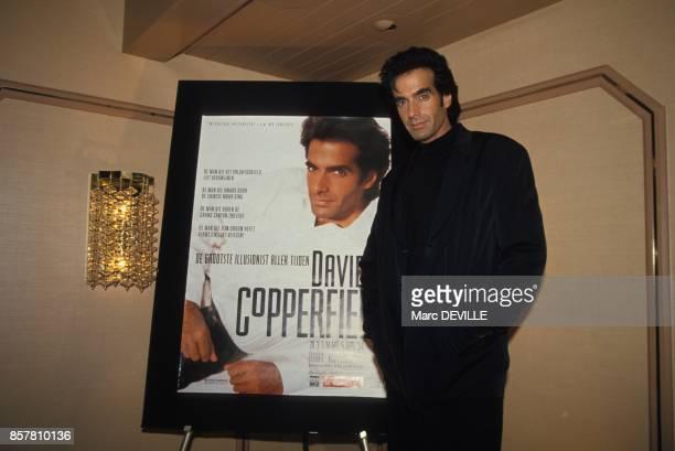 Le magicien David Copperfield a cote de l'affiche de son spectacle le 3 septembre a Rotterdam PaysBas