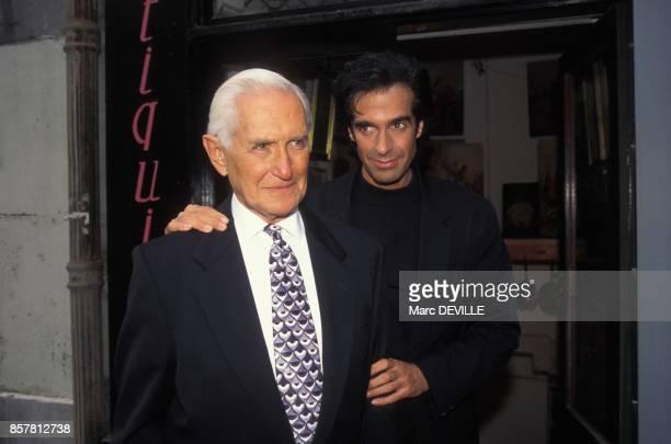 Le magicien David Copperfield et son pere le 29 septembre 1994 a Paris France