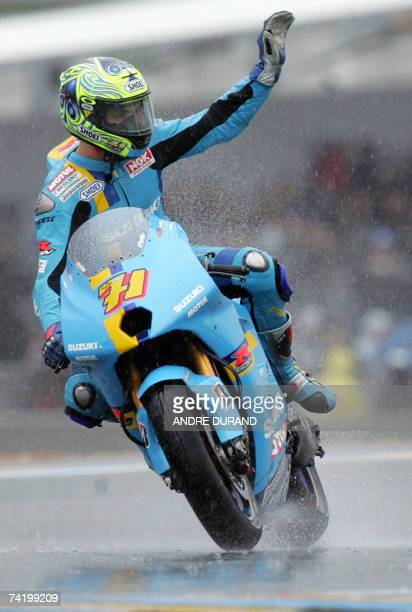 Australian MotoGP rider Chris Vermeulen celebrates on his Suzuki after winning the French Grand Prix Suzuki 20 May 2007 on Le Mans racetrack...