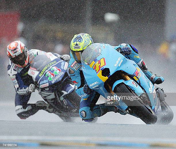 Australian MotoGP rider Chris Vermeulen races ahead of Italian Marco Melandri during the French Grand Prix 20 May 2007 on Le Mans racetrack Vermeulen...