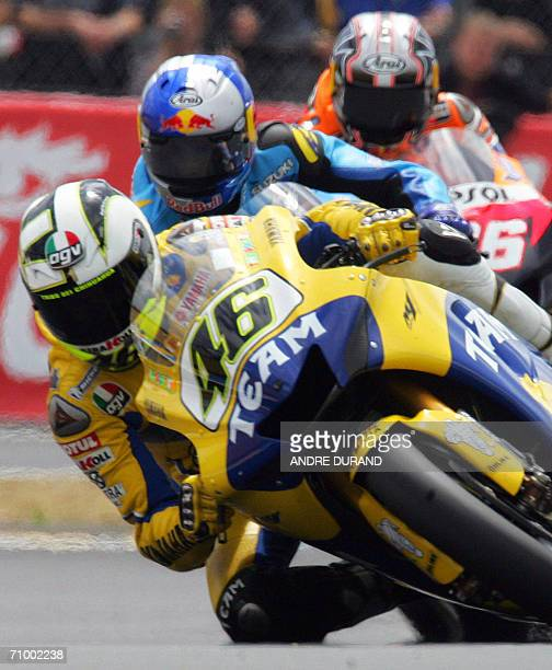 Italian MotoGP world champion Valentino Rossi rides his Yamaha during the French MotoGP Grand Prix 21 May 2006 at the Le Mans racetrack western...