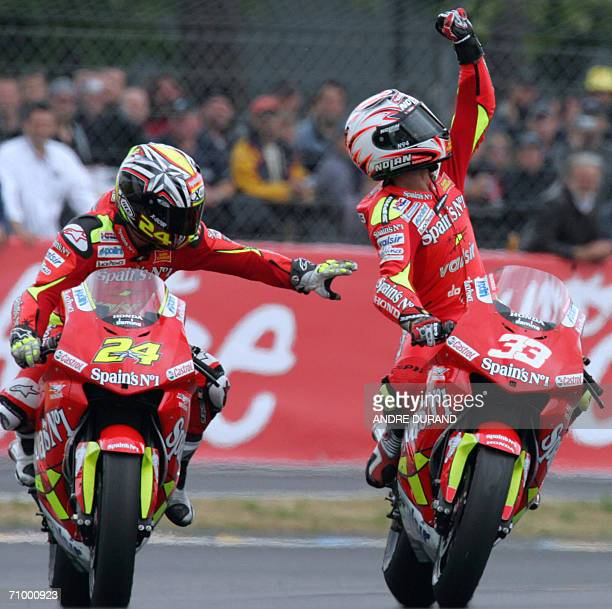 Italy's Honda driver Marco Melandri celebrates next to Spain's Tony Elias after winning the French MotoGP Grand Prix 21 May 2006 at the Le Mans...
