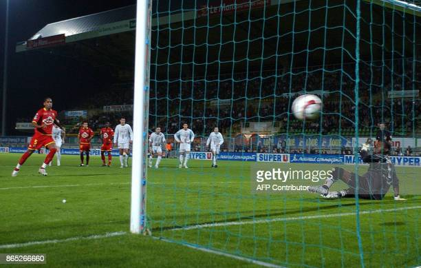 Le Mans's midfielder Frederic Thomas scores a penalty against Lille's goalkeeper Tony Mario Sylva during their French L1 football match 15 October...