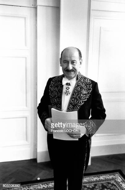 Le metteur en scène Pierre Dux en costume à l'Académie des beauxarts le 29 novembre 1978 à Paris France