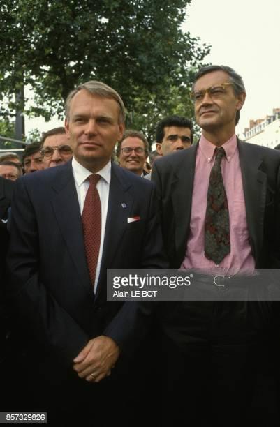 Le ministre du Transport JeanLouis Bianco inaugure la 2eme ligne de tramway de Nantes avec le maire Jeanmarc Ayrault le 26 septembre 1992 a Nantes...