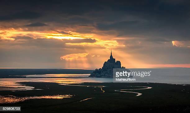 Le Mont Saint Michel dans une lumière fantastique