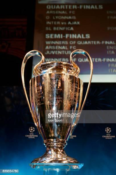Le nouveau trophee de la Champions League Tirage au sort de la Champions League Mairie de Paris