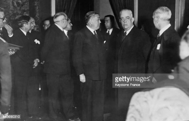 Le premier ministre Diego Martinez Barrio et les membres de son cabinet à Madrid Espagne circa 1933