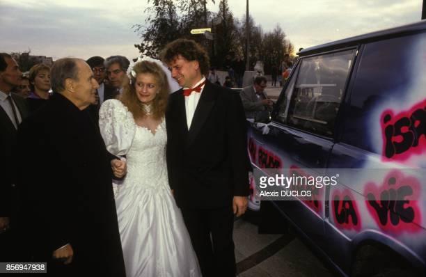 Le president de la Republique Francois Mitterrand au mariage de son chauffeur Pierre Tourlier avec Isabelle le 17 novembre 1990 a Creteil France