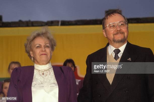 Le president de Lituanie Vytautas Landsbergis avec sa femme au Puy du Fou le parc de loisirs a thematique historique situe en Vendee le 21 juin 1992...
