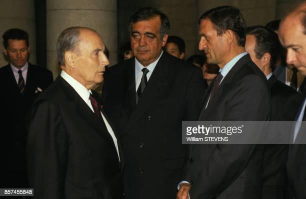 Le president Francois Mitterrand le president de l'Assemblee Nationale Philippe Seguin le minsitre de la Defense Francois Leotard et le ministre de...