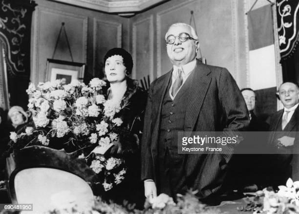 Le prince Aga Khan III et Andrée Joséphine Carron lors de leur mariage le 7 décembre 1929 à AixlesBains France