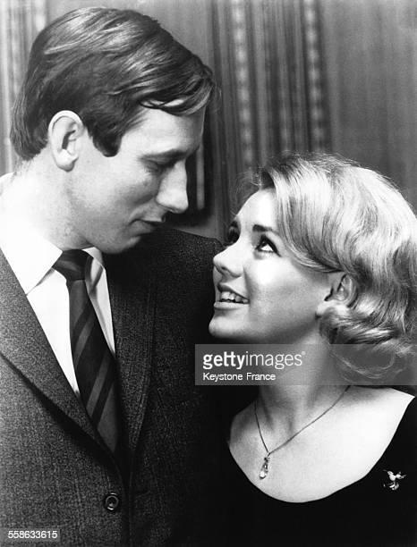 Le Prince Christian et sa fiancee photographies au cours de la conference de presse annoncant leurs fiancailles le 8 decembre 1970 a Copenhague...