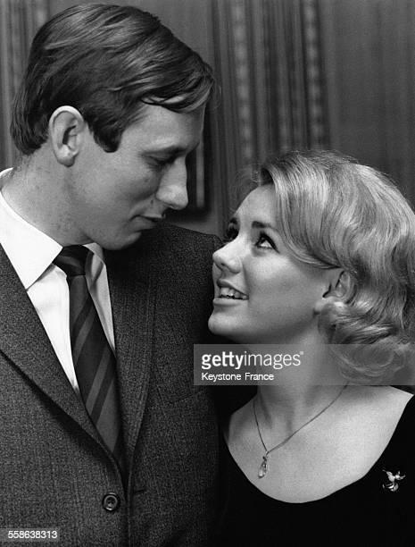 Le prince Christian neveu du roi Frédéric IX de Danemark et sa fiancée AnnDorthe MaltoffNielsen une jeune vendeuse de 28 ans photographiés lors de la...