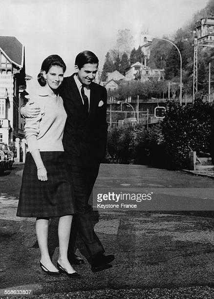 Le Prince Constantin de Grece et la Princesse AnneMarie de Danemark se promenent dans les rues le 18 nombre 1963 a Montreux Suisse