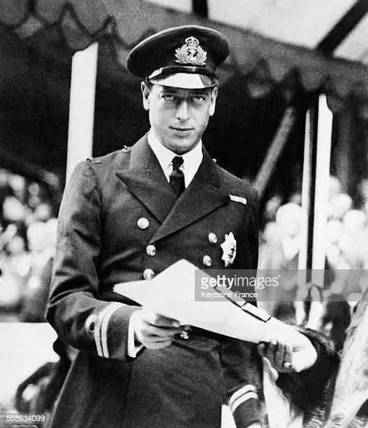 Le prince George duc de Kent en uniforme d'officier de la Marine au RoyaumeUni