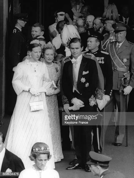 Le Prince Henrik et la Princesse Margrethe sortant de la cathedrale apres la ceremonie de mariage du Prince Harald heritier de la couronne de Norvege...