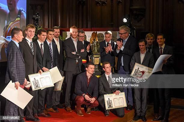 Le Prince Laurent remet le Trophée National du Mérite Sportif 2015 à l'équipe belge de relais 4 x 400 m hommes Prins Laurent rijkt de Nationale...