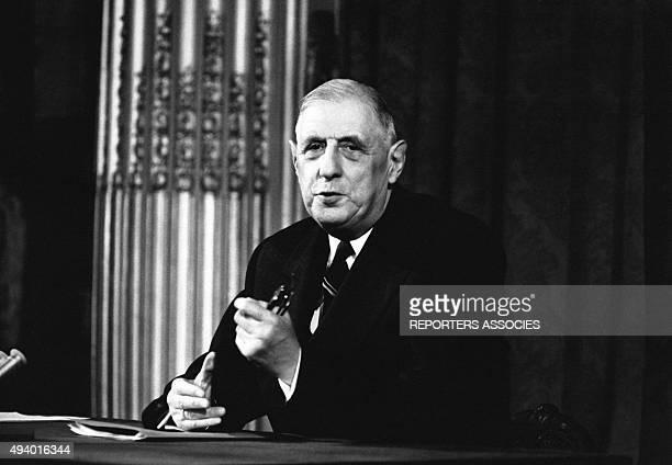 Le président de la République Française Charles de Gaulle pendant une conférence de presse au palais de l'Elysée à Paris en France