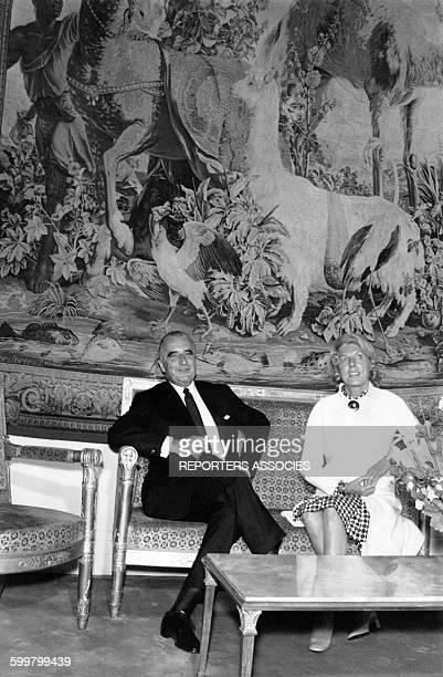 Le Président de la République Georges Pompidou et son épouse Claude le 21 juin 1969 dans un salon du Palais de l'Elysée à Paris France circa 1960