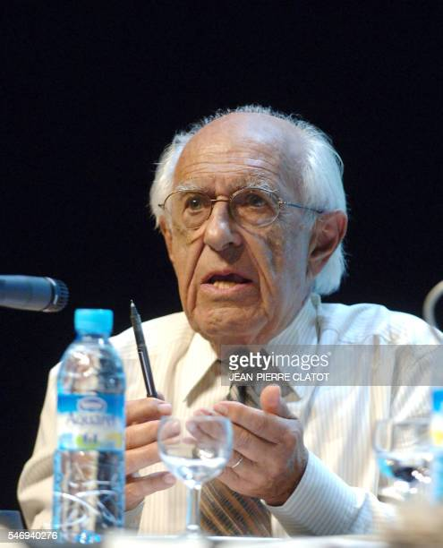 Le président du conseil de l'insertion par l'activité économique Claude Alphandéry participe le 14 septembre 2007 au 'forum citoyen' du quotidien...