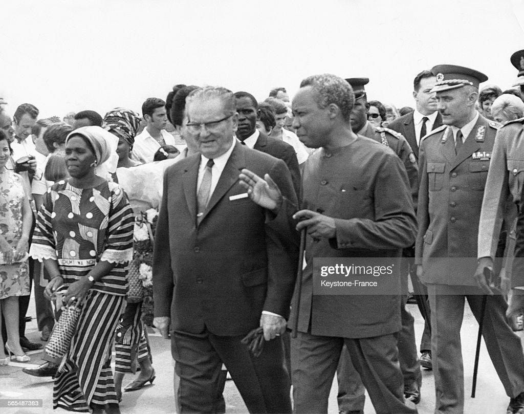 Le président Tito photographié avec le président Nyerere à son arrivée à Dar es Salam, Tanzanie le 30 janvier 1970.