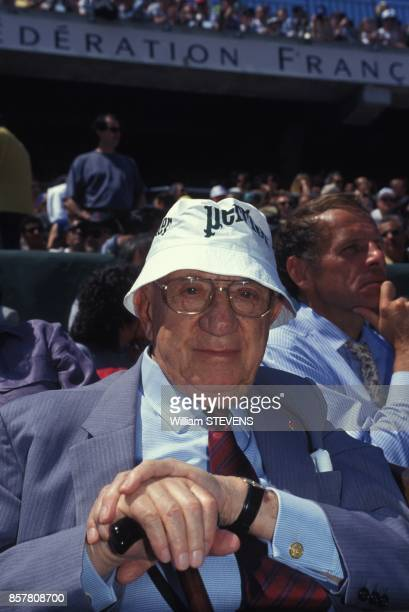 Le publicitaire Marcel BleusteinBlanchet assiste au Tournoi de tennis a Roland Garros le 31 mai 1994 Paris France