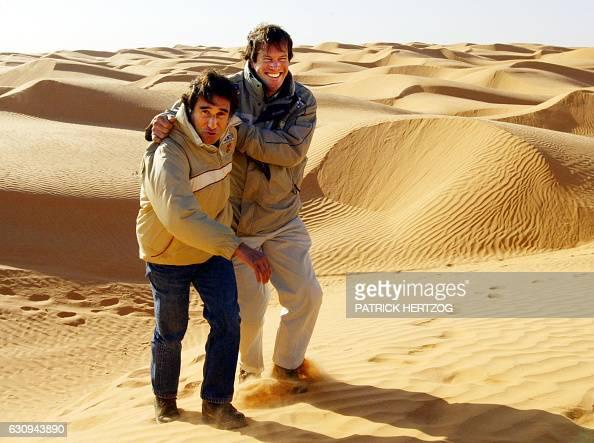 le quintuple vainqueur du Dakar et organisateur des rallyes de Tunisie et du Maroc Cyril Neveu plaisante avec le directeur du rallye Hubert Auriol...