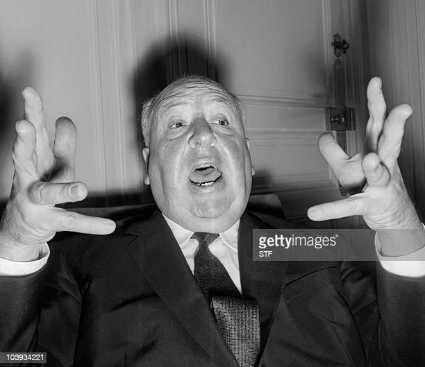 Le réalisateur britannique Alfred Hitchcock donne une conférence de presse le 18 octobre 1960 à Paris pour présenter son dernier film 'Psychose'...