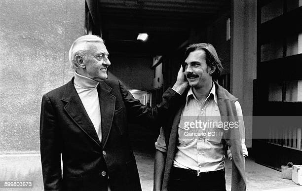 Le réalisateur Jacques Tati et son fils Pierre assistant réalisateur en 1976 en France