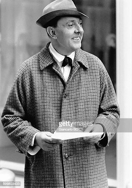 Le réalisateur Jacques Tati sur le tournage du film 'Playtime' en 1965