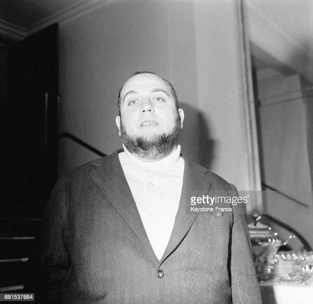Le réalisateur Marco Ferreri photographié lors de la projection de son film 'El cochecito' au cinéma Lord Byron sur les Champs Elysées à Paris France...