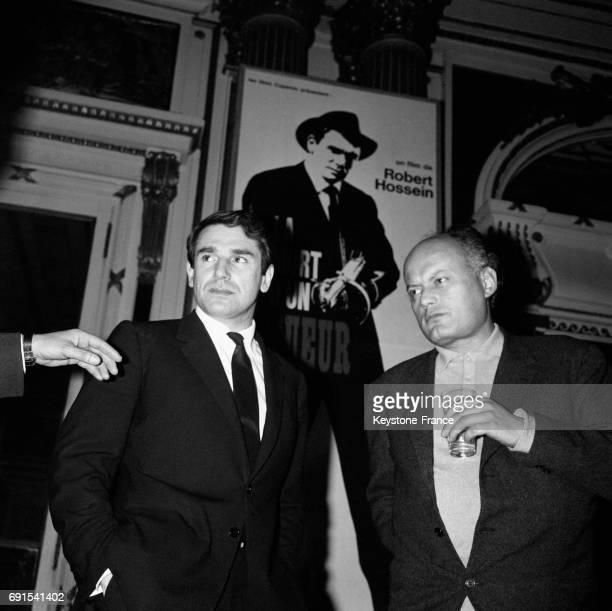 Le réalisateur Robert Hossein à la première de son film 'La mort d'un tueur' à Paris France le 1er avril 1964
