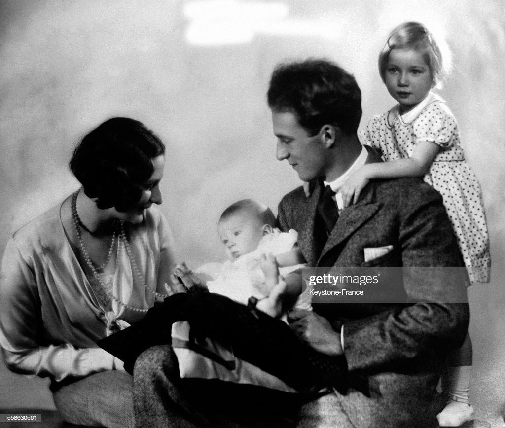 Le Roi Leopold III, sa femme la reine Astrid et ses deux enfants la princesse Josephine Charlotte et le prince Baudouin circa 1930 a Bruxelles, Belgique.