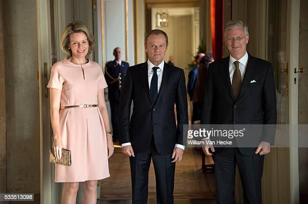 Le Roi Philippe et la Reine Mathiilde reçoivent Donald Tusk Président du Conseil européen pour un déjeuner au Château de Laeken Koning Filip en...