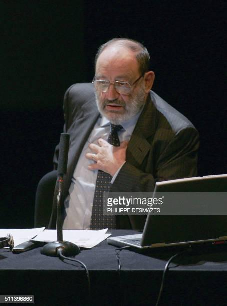 Le romancier essayiste et professeur italien Umberto Eco s'exprime le 26 mai 2004 à la Bibliothèque nationale de France à Paris lors d'une série de...