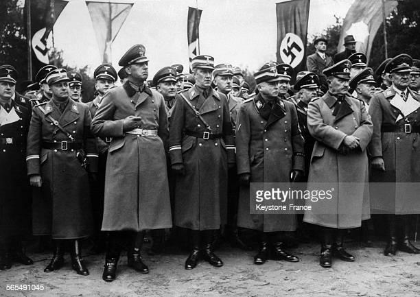 Le SA Dietrich von Jagow le général de police Kurt Daluege le bourgmestregouverneur de Berlin le docteur Julius Lippert le duc CharlesEdouard de...