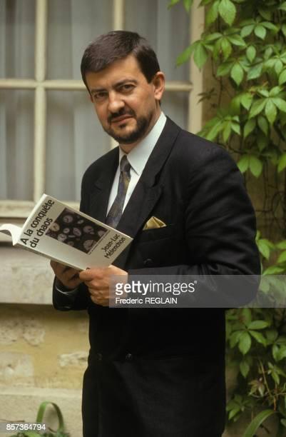 Le senateur de l'Essonnne JeanLuc Melenchon avec son livre A la conquete du chaos le 7 mai 1991 a Paris France