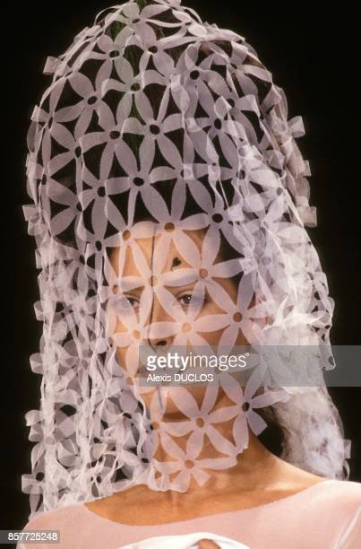 Le top model Christy Turlington lors du defile de mode Karl Lagerfeld PretaPorter PrintempsEte 1994 en octobre 1993 a Paris France