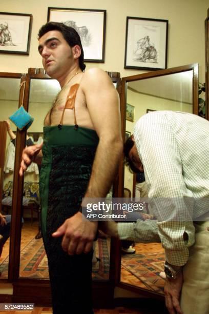 Le torrero Jose Ignacio Ramos se prête à une séance d'essayage le 31 mars 2001 dans l'atelier 'Maestra Nati' à Madrid Au total une trentaine de...