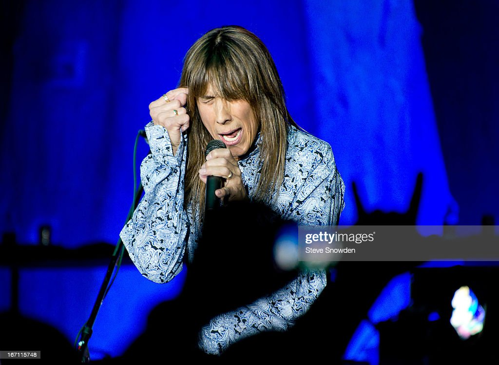 Jeff Keith Poses Backstage At Route 66 Casino S Legend