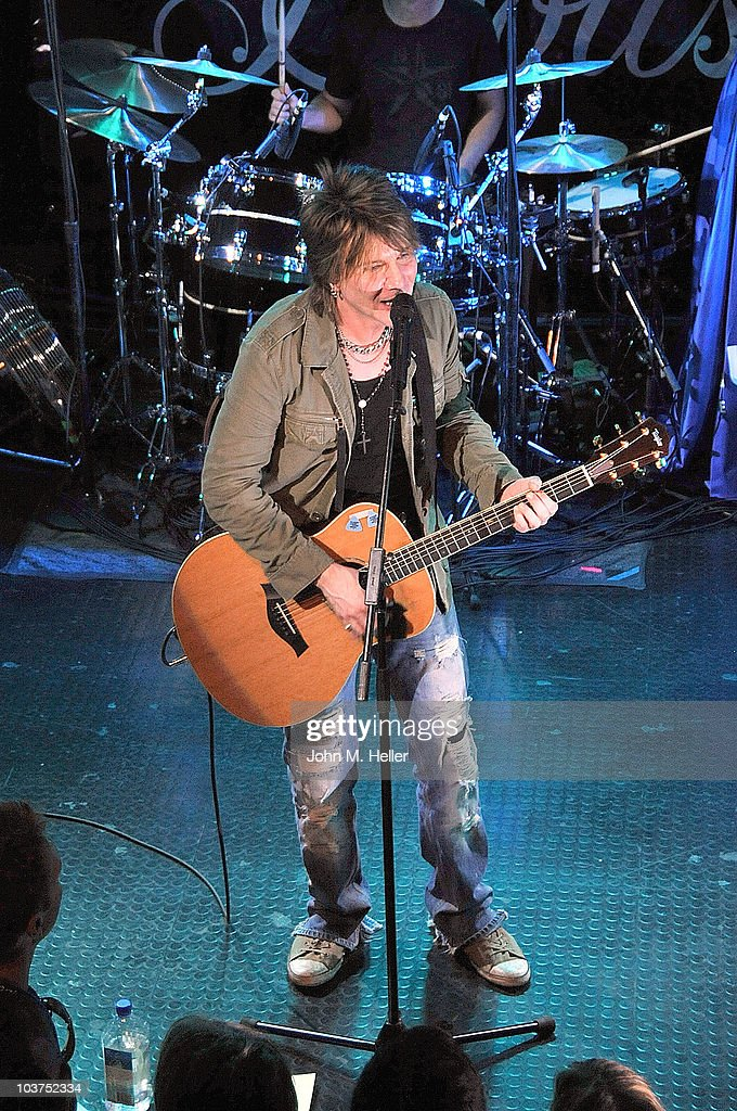 Lead Vocalist of the Goo Goo Dolls <a gi-track='captionPersonalityLinkClicked' href=/galleries/search?phrase=John+Rzeznik&family=editorial&specificpeople=220876 ng-click='$event.stopPropagation()'>John Rzeznik</a> performs as part of SIRIUS XM's Coffee House Live series at the Troubadour on August 31, 2010 in Los Angeles, California.