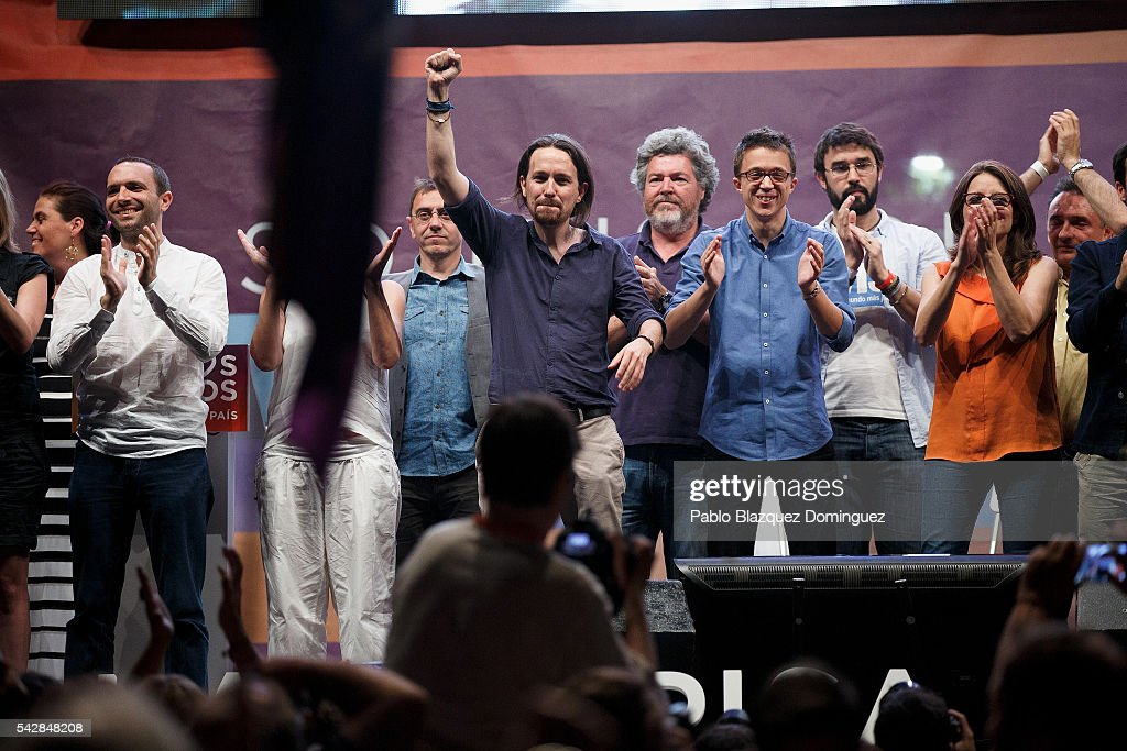 Leader and candidate of left wing alliance party Unidos Podemos 'United We Can' Pablo Iglesias (C) rises his fist during a rally ahead of Spanish General Elections on June 24, 2016 in Madrid, Spain. Spanish voters head back to the polls on June 26 after the last election in December failed to produce a government. Latest opinion polls suggest the Unidos Podemos 'United We Can' left-wing alliance could make enough gains to come in second behind the caretaker government of the center-right Popular Party.