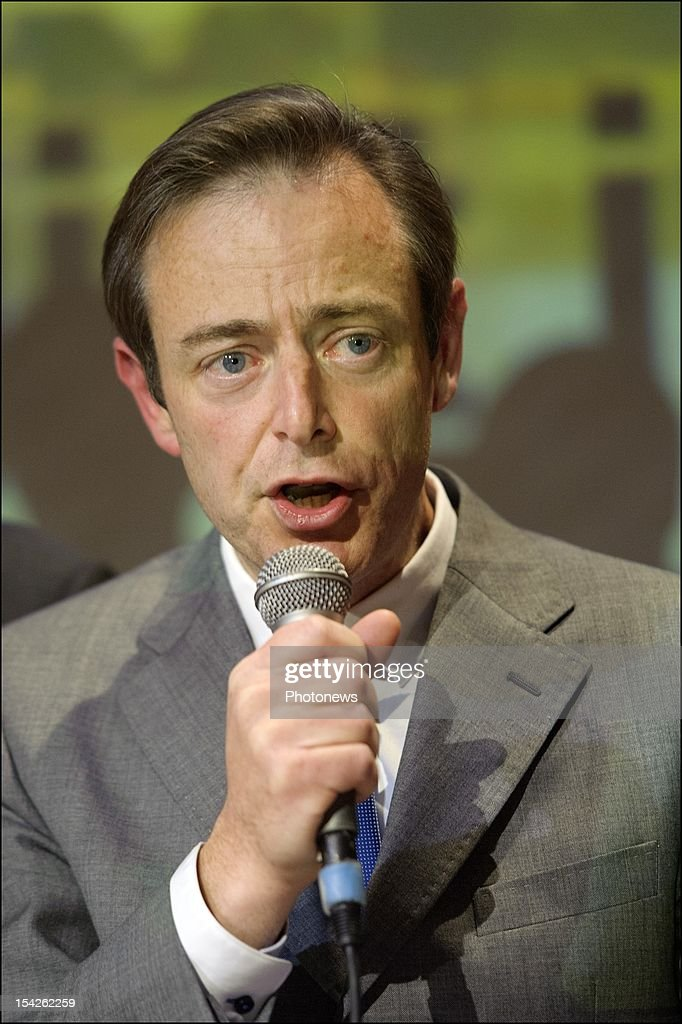 NV-A leader <a gi-track='captionPersonalityLinkClicked' href=/galleries/search?phrase=Bart+De+Wever&family=editorial&specificpeople=4468971 ng-click='$event.stopPropagation()'>Bart De Wever</a> during his speech after his victory at the Communal Elections in Anwterpen on October 14, 2012 in Anwterpen, Belgium.<a gi-track='captionPersonalityLinkClicked' href=/galleries/search?phrase=Bart+De+Wever&family=editorial&specificpeople=4468971 ng-click='$event.stopPropagation()'>Bart De Wever</a> will now become the new mayor of the biggest Flemish City of Belgium.