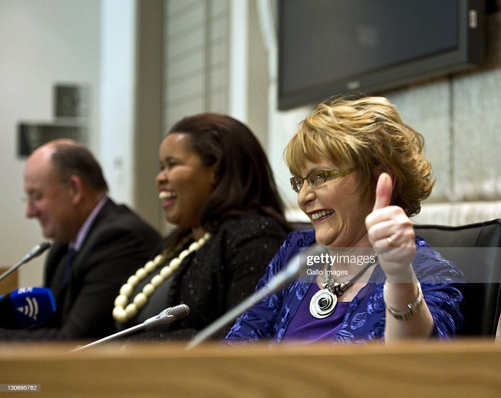 DA leader <a gi-track='captionPersonalityLinkClicked' href=/galleries/search?phrase=Helen+Zille&family=editorial&specificpeople=869313 ng-click='$event.stopPropagation()'>Helen Zille</a> and Lindiwe Mazibuko attend a press conference on October 27, 2011 in Cape Town, South Africa. Lindiwe Mazibuko is the newly elected leader of the DA in Parliament.