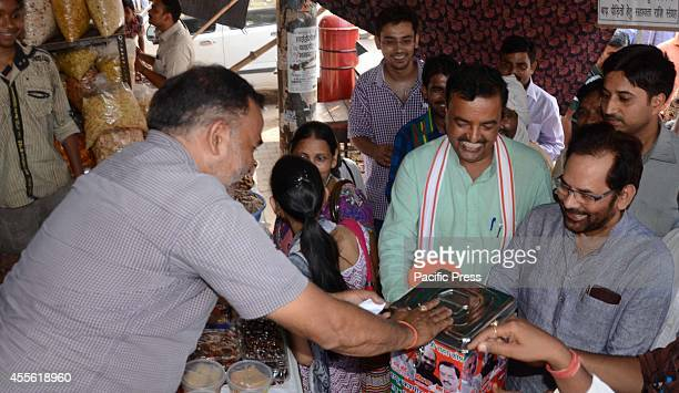 BJP leader Mukhtar Abbas Naqvi along with Phulpur MP Keshav Prasad Maurya soliciting money for Kashmir flood affected people in Allahabad