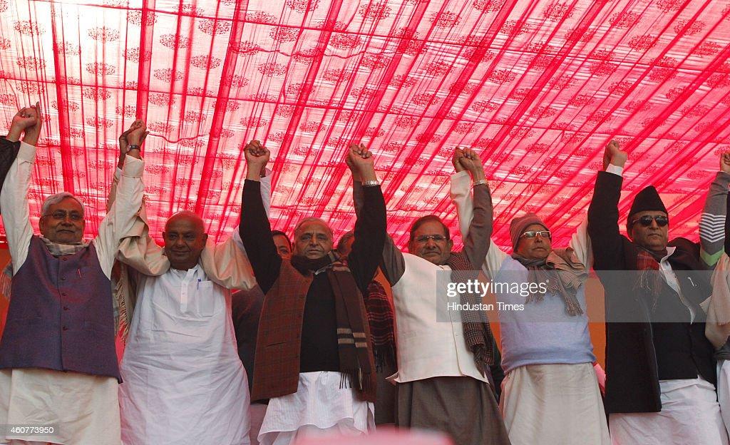 JDU leader Nitish Kumar JDS Chief HD Deve Gowda SP Chief Mulayam Singh Yadav JDU Chief Sharad Yadav RJD President Lalu Prasad Yadav and SP leader...