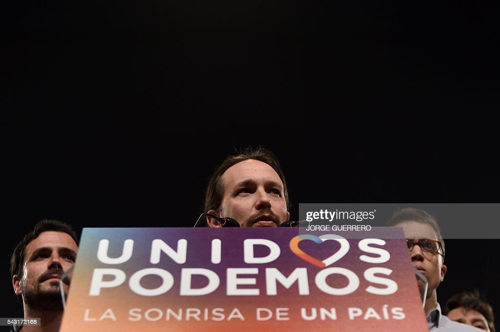 Leader of left wing party Podemos and party candidate, Pablo Iglesias (C) delivers a speech flanked by Policy secretary of left-wing party Podemos, Inigo Errejon (R) and left-wing party IU leader and one of the leaders of far-left formation Unidos Podemos Alberto Garzon moments before official results at Reina Sofia square during Spain's general elections in Madrid on June 26, 2016. Spain's second elections in six months was due to conclude on June 26 in much the same way as they did in December, with the incumbent conservatives winning tailed by the Socialist party, partial results showed. / AFP / JORGE