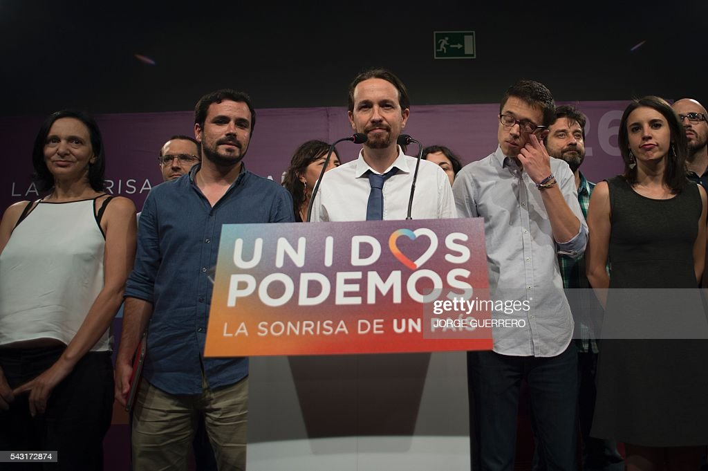 Leader of left wing party Podemos and party candidate, Pablo Iglesias (C) delivers a speech flanked by Policy secretary of left-wing party Podemos, Inigo Errejon (2ndR) and left-wing party IU leader and one of the leaders of far-left formation Unidos Podemos Alberto Garzon (2ndL) moments before official results at Reina Sofia square during Spain's general elections in Madrid on June 26, 2016. Spain's second elections in six months was due to conclude on June 26 in much the same way as they did in December, with the incumbent conservatives winning tailed by the Socialist party, partial results showed. / AFP / JORGE